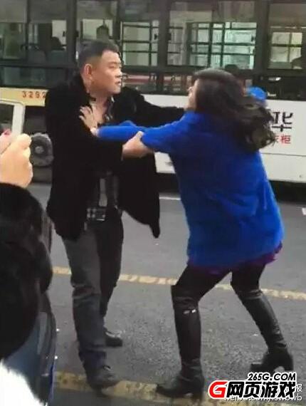 女子为买紫貂致交通瘫痪 趴老公豪车堵路