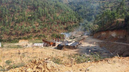 废渣堆深山废油渣排土坑 福州闽侯一炼油厂被端