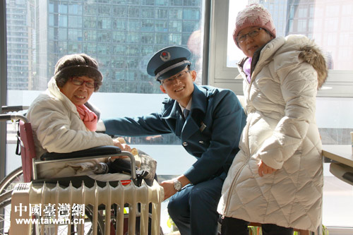 寒潮刺骨 台胞在杭州处处遇热心人