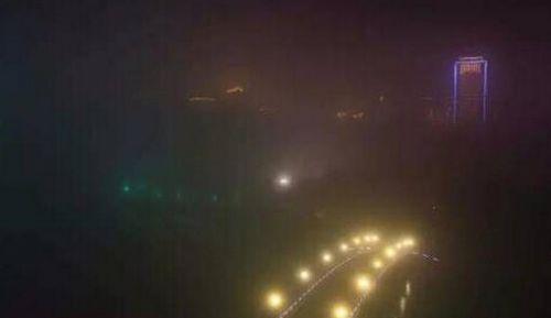 厦门发布大雾橙色预警 大雾袭城轮渡已全面停航