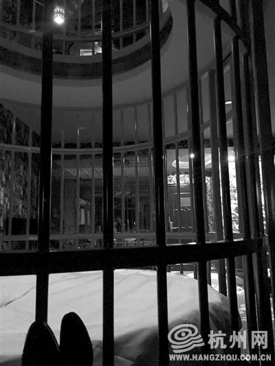 """以""""游笼戏凤""""为主题的杭州一家情趣酒店房间 记者 罗传达 摄"""
