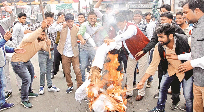 印度北部哈里亚纳邦高种姓贾特人示威要求获得类似低种姓人的福利配额,演变为暴力骚乱。