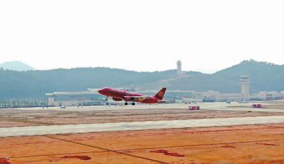 首班三明飞往上海的飞机,从三明沙县机场起飞. (陈幼松 摄)