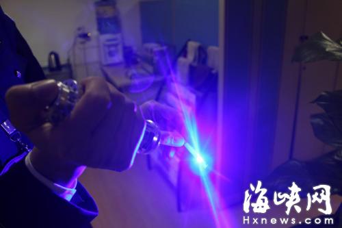 福州机场安检首次查获激光笔点烟器 为全国首例