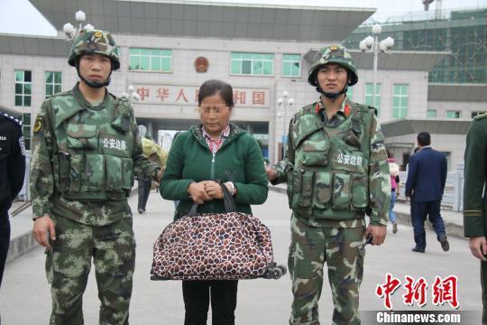 越南通缉犯潜逃中国21年 中越警方联手抓捕