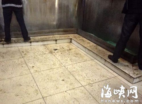 鼓山下院的公厕,地面上污迹斑斑