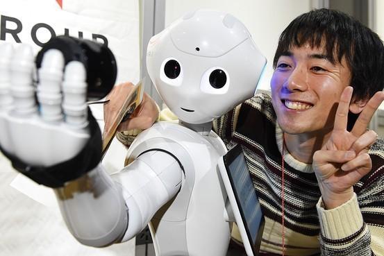 日本超萌机器人被高中录取:首次与人类共同学习