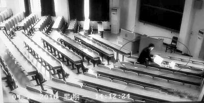 """男子武汉大学教学楼玩""""无间道""""栽了"""