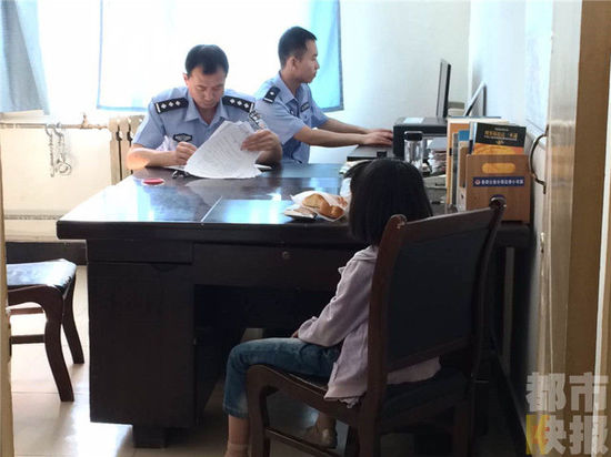 孕妇掩护小孩在咸阳偷手机被抓 母女关系正鉴定