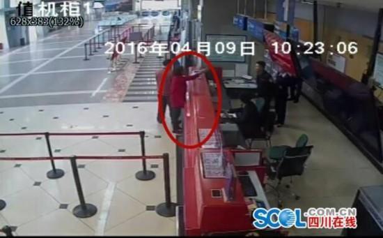 任性女子迟到登机被拒 耍泼大闹机场被刑拘