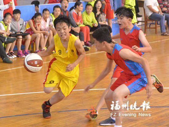 中小学生篮球联赛举行 共17支球队232名球员参赛