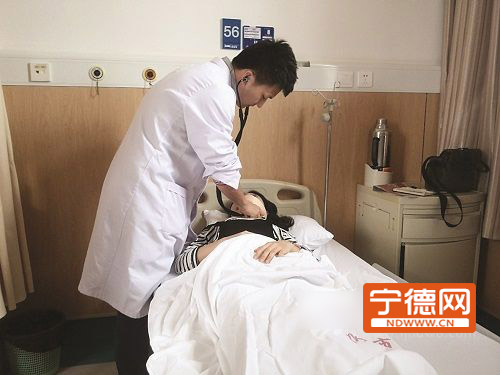 两名醉汉大闹急诊室 还打伤护士被刑拘5日