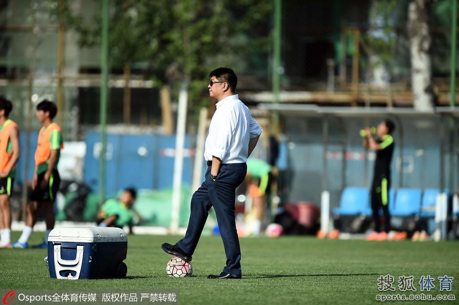谢峰透露将换外援前锋:3将可任箭头 目标保级