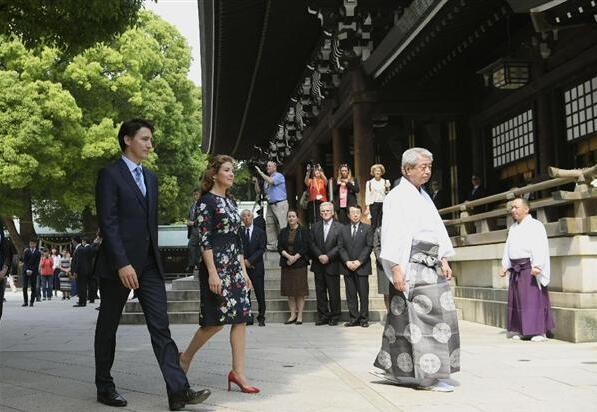 加拿大总理赴日参拜明治神宫 为熊本地震复兴祈福