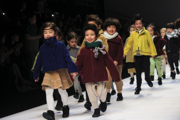 中国首个童装国家标准明起实 施部分要求严于美日