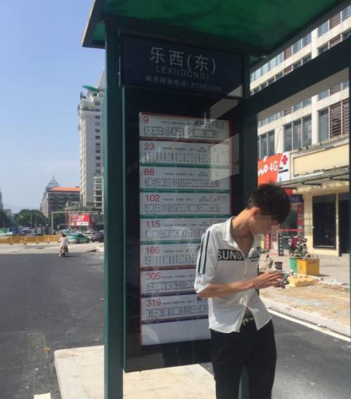 """""""乐西东""""站候车牌建好了 """"省政府""""站停靠规范了"""