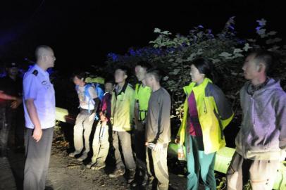 驴友获救不领情:我们没报警 为何上山搜救