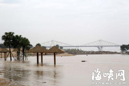 """闽江上游泄洪 福州市区多个公园昨日""""泡汤"""""""