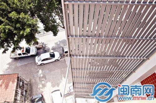 泉州一男科医院广告牌未审批挂楼顶被责令拆除