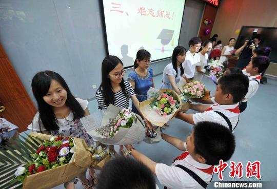 福州多所小学举行毕业典礼 为孩子留下美好回忆