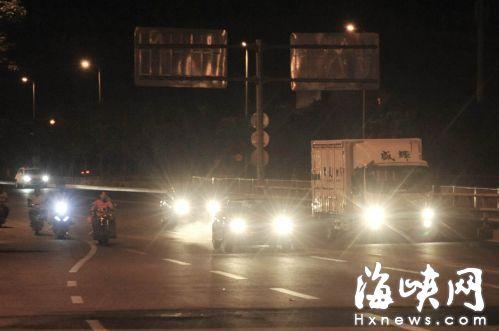 治理滥用远光灯 市民呼吁推广莆田模式提高违法成本