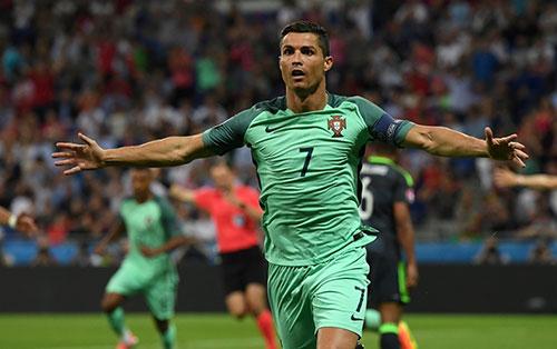欧洲杯:C罗4分钟1射1传 葡萄牙2-0威尔士进决赛