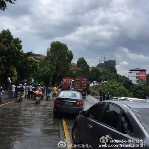 闽清往福州客车在闽侯金水湖二次追尾,多人发生意外