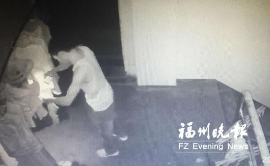 长乐一男子专偷女士内衣 犯案过程多次被监控拍下