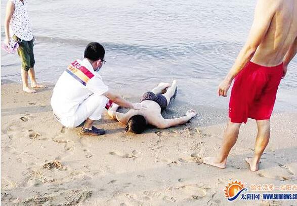 厦门一海滩1小时不到现2起溺水 1人遇难
