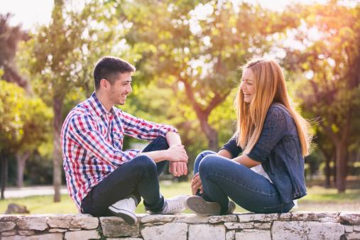 """六個問題摸清你在愛情中的""""地位"""""""