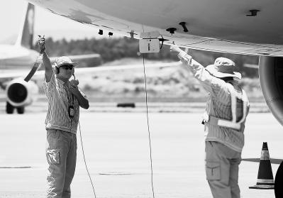 福州长乐国际机场机场送机员:跑道上守护每一次安全起飞