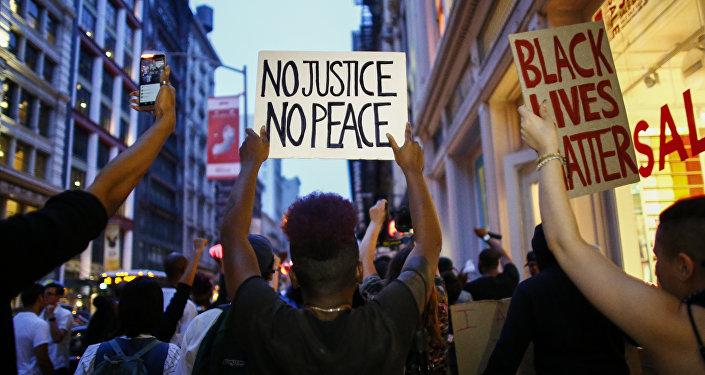 """美国警察揭批""""歧视黑人""""之风 执勤时故意寻衅"""