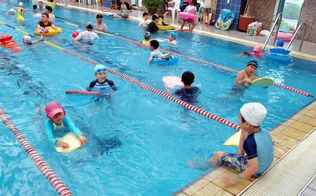 儿童游泳后染病 粤媒:绝不能变成毒泳池