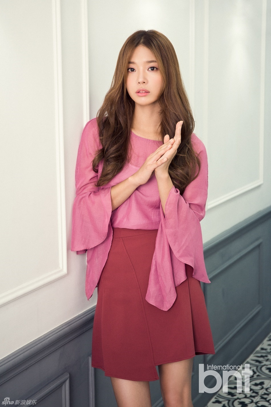 组图:韩演员林世美拍bnt写真 耍性感魅惑迷人