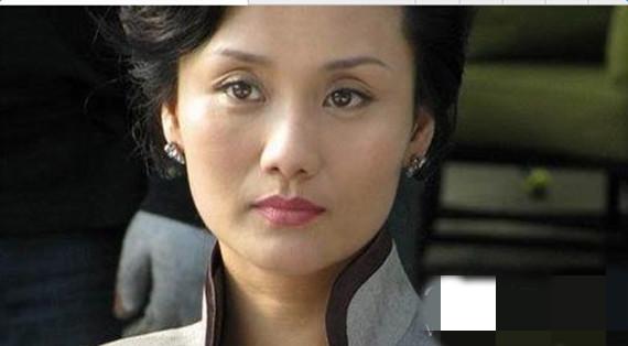 胭脂冯曼娜妈妈演员是谁演的 冯太太扮演者李颖个人资料三围,身高,年龄,家庭背景三围,身高,年龄!微博