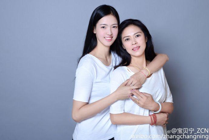 母女变姐妹花 排球女神张常宁又晒美照了