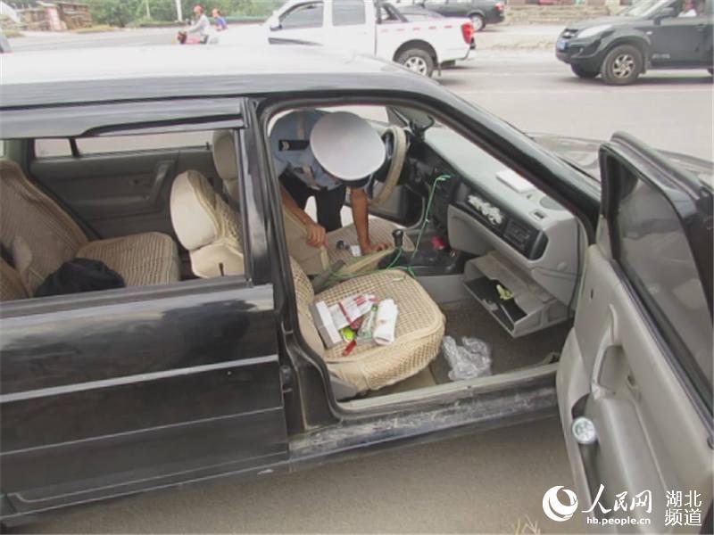 湖北宜都:交警从无证驾驶案中查获4名吸毒男