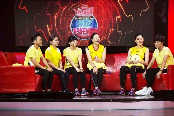 央视综艺《全家好拍档》 第一期女排首秀奥运冠军大比拼