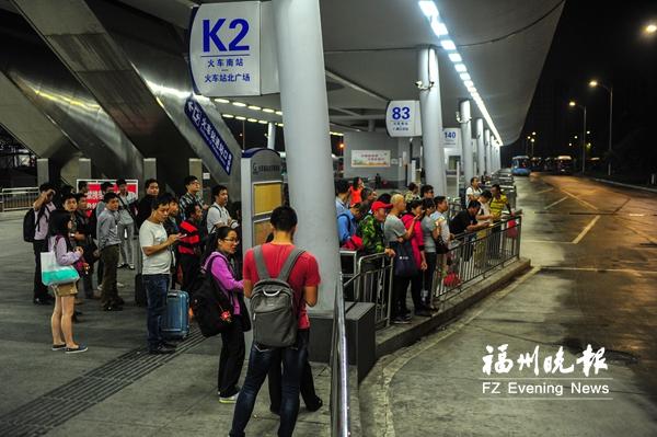 夜间从火车南站回市区有点难 拟延长公交运营时间