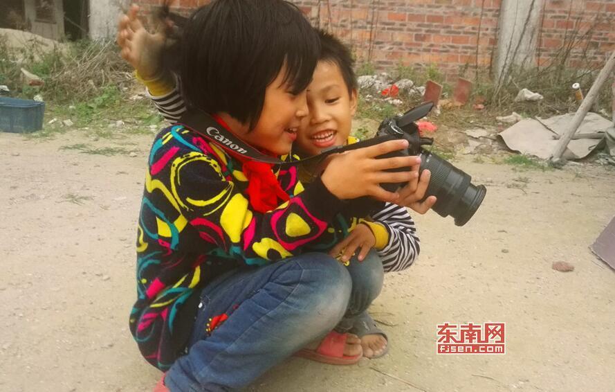一年多前 莆田这俩孩子亲眼目睹父亲杀死母亲