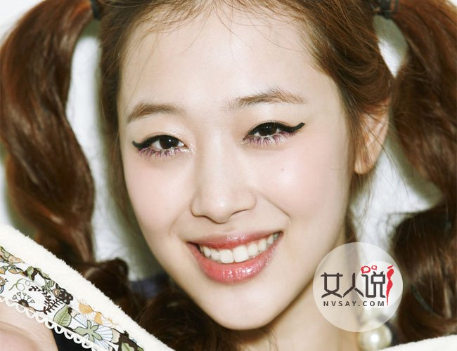 后来有网友爆料韩国SM公司宣布崔雪莉已经确定退出f(x)组合,而且f(x)组合以后都不会再引进新成员,将以四人组的形式进行各类活动。f(x)组合是SM公司2009年推出的女子流行演唱组合,而五名成员也是家喻户晓:宋茜、刘逸云、崔雪莉、郑秀晶、朴善怜。