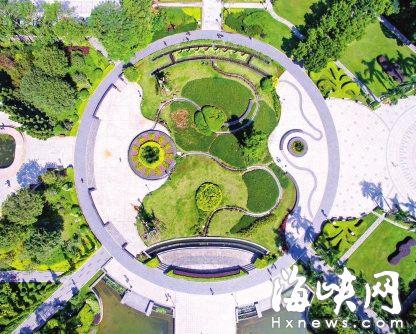 """福州温泉公园中心广场 俯瞰似""""暴走漫画"""""""