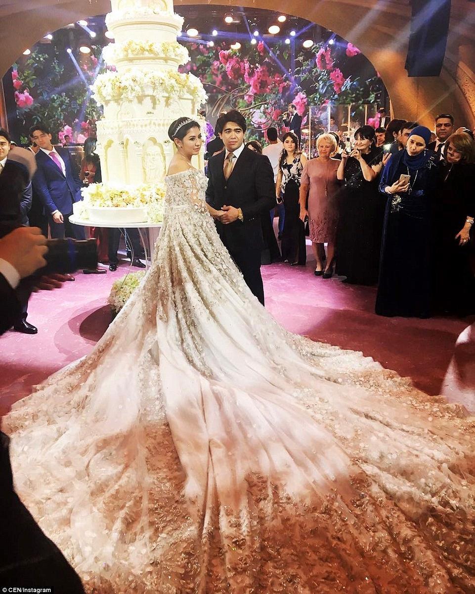 俄罗斯石油大亨办豪华婚礼嫁女儿 巨型蛋糕有三米高