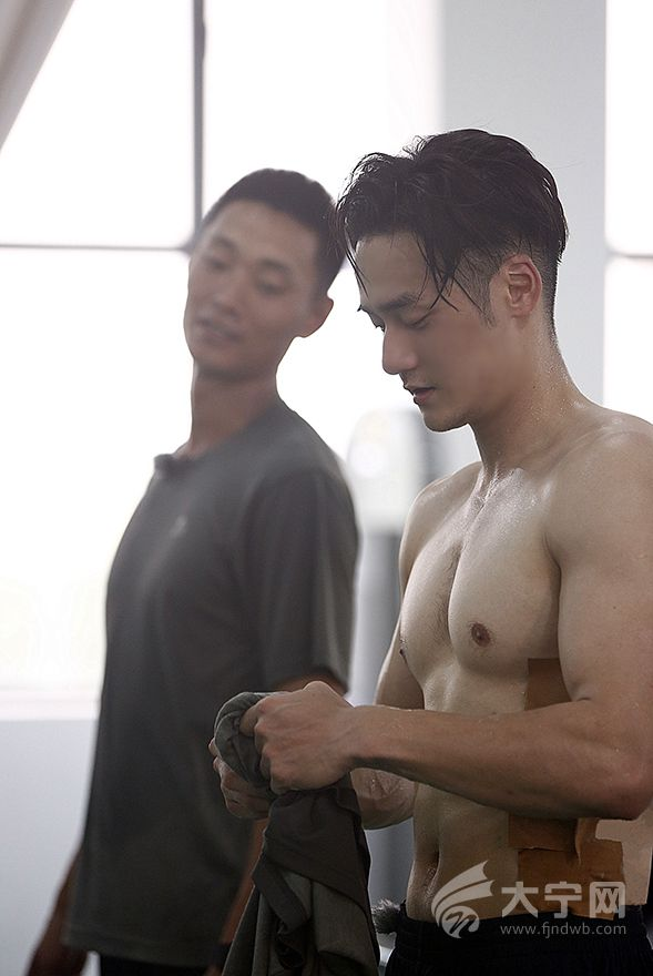 《真正男子汉第二季》杨幂打电话给谁险落泪 黄子韬成功战胜自我