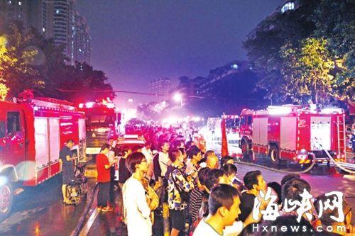 消防出动了30部消防车