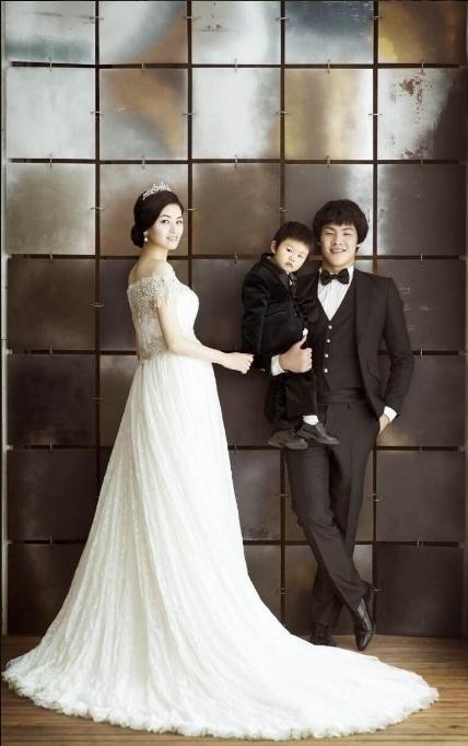 王大雷与赵立琴于2011年8月8日登记结婚,而那一天也是两人认识两周年的纪念日。