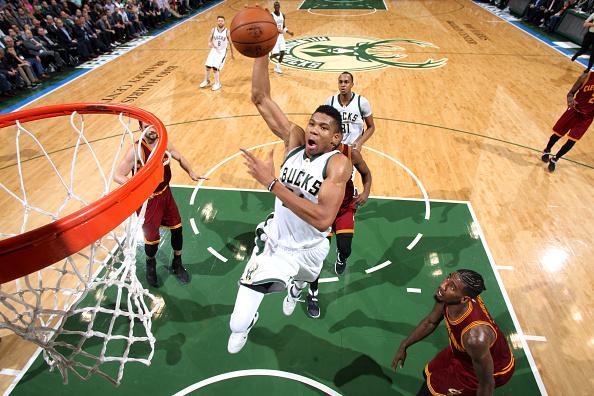 强!字母哥3数据称霸NBA 比肩巴克利33年第3人