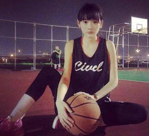 来自台湾的篮球girl王宇君,长相甜美可爱,对篮球十分的执着和热爱。