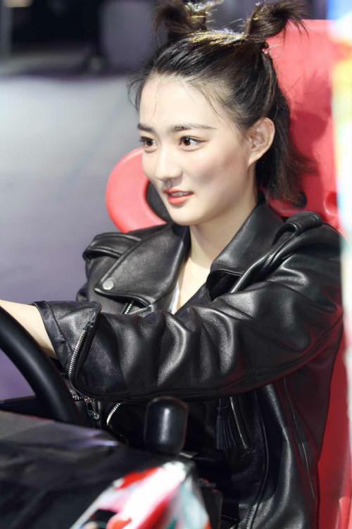 韩东君徐璐现身《极速青春》发布徐璐现场小什么左上角圆圈?意思手机是的图片