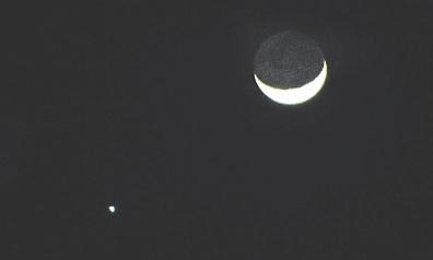 金星合月(昨晚八点,摄于福州梅竹路)